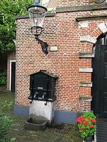 RM19835 Haarlem - Witte Herenstraat 24 (pomp).jpg