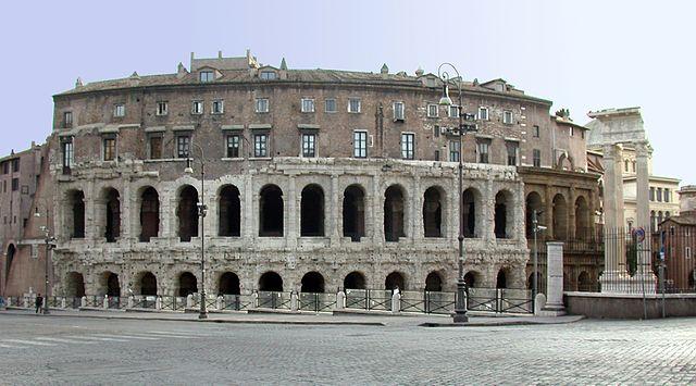 Fachada remanente del Teatro Marcello. Fuente: Wikipedia
