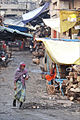 Ruelle de la vieille ville de Varanasi (8471349687).jpg
