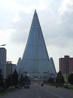 Ryugyong Hotel Pyongyang 02.JPG