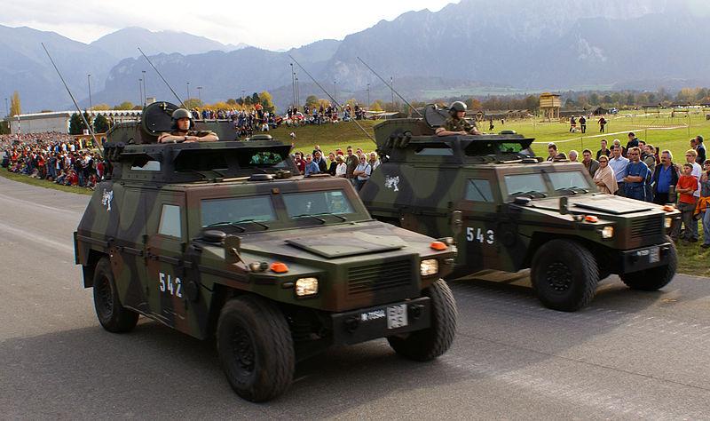 SKdt-Fahrzeug - Schweizer Armee - Steel Parade 2006.jpg