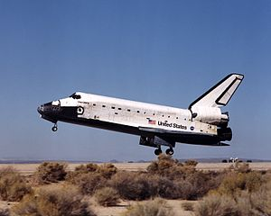 STS-92 - Discovery lands at Edwards Air Force Base, 24 October 2000.