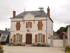 The town hall in Saint-Péravy-la-Colombe