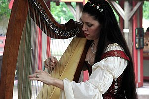 English: Harp player Sarah Marie Mullen at Sca...