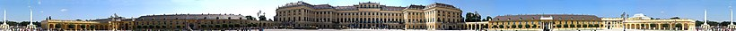 Schloss Schönbrunn Ehrenhof.jpg