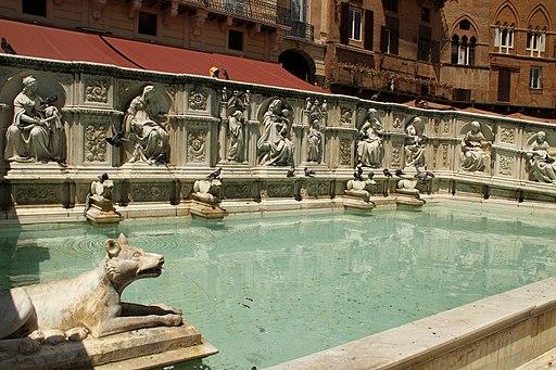 Piazza del Campo a Siena, Fonte Gaia (pannello centrale con Madre e Bambino)