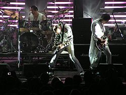 Smashing Pumpkins@Le Grand Rex, 2007.jpg