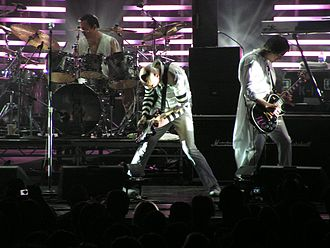 Partnership for Drug-Free Kids - Two members of the pop music ensemble The Smashing Pumpkins suffered from a heroin overdose which proved fatal for keyboardist Jonathan Melvoin in 1996. Photo: the group in 2007.