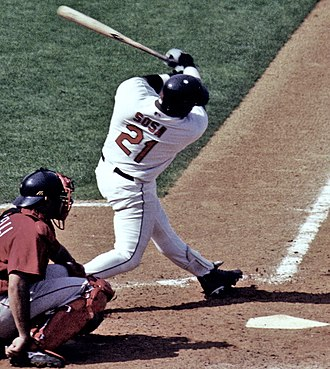 50 home run club - Image: Sosa swinging 2