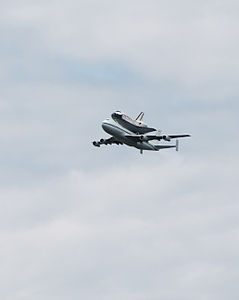 Space Shuttle Discovery over DC - Stierch C.jpg