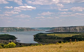 Réservoir formé par le Dniestr entre Khotyn et Mohyliv-Podilsky, dans le parc national ukrainien de Podilski Tovtry. (définition réelle 4288×2638)