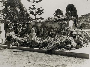 Stone of Remembrance - Children with a wreath-laden Stone of Remembrance on Anzac Day in 1924
