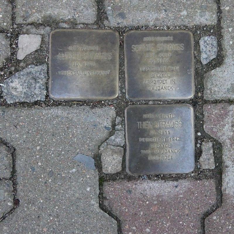 Stolpersteine für Familie Strauss, Nossener Strasse 11, Roßwein.JPG