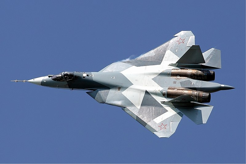 https://upload.wikimedia.org/wikipedia/commons/thumb/4/45/Sukhoi_T-50_Maksimov.jpg/800px-Sukhoi_T-50_Maksimov.jpg