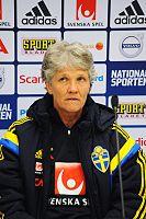 Пиа Сундхаге - вышедший на пенсию футболист, который после выхода на пенсию работал футбольным менеджером национальных сборных США и Швеции.