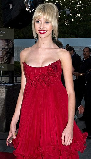 Taylor Momsen - Momsen at the Metropolitan Opera in 2008