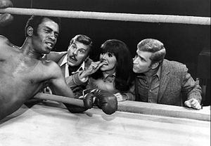 Billy De Wolfe - De Wolfe (second from left) with Scoey Mitchell (boxer), Marlo Thomas and Ted Bessell from That Girl, 1969.