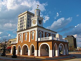Vista do Market House e do centro de Fayetteville