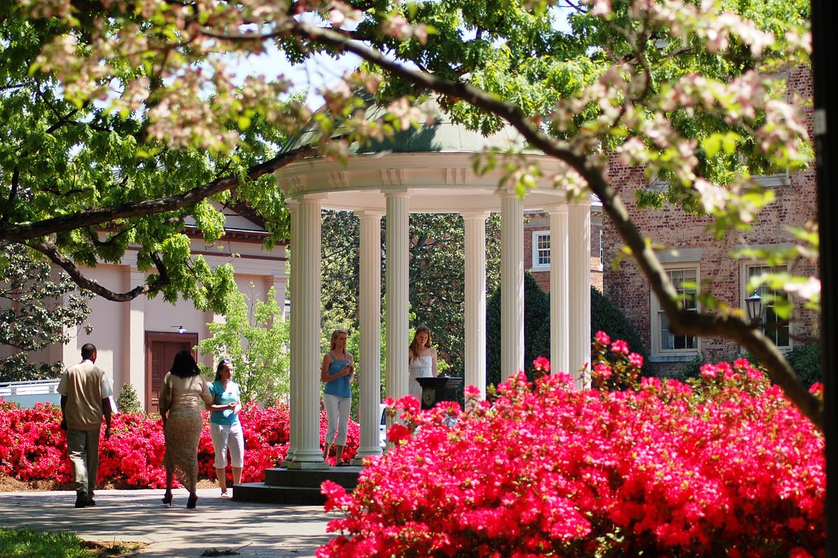 "The ""Old Well"", center of campus, University of North Carolina, Chapel Hill.jpg"