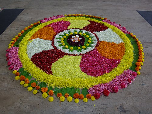 The view of flowers decorated in a symmetrical format.jpg