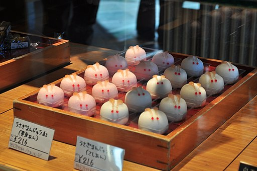Tokyo - traditional sweet shop 04 (15785549762)
