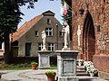 Tolkmicko - zabytkowe rzeźby przed kościołem św. Jakuba (1745 r. i 1746 r. ) - panoramio.jpg
