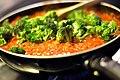 Tomatsauce med ansjoser, tun, broccoli og kapers (4460999026).jpg