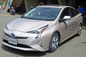 Toyota PRIUS A Premium (DAA-ZVW51-AHXHB) front trimmed.jpg