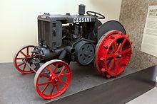 Trattore Cassani modello 40HP, esposto al Museo nazionale della scienza e della tecnologia Leonardo da Vinci di Milano