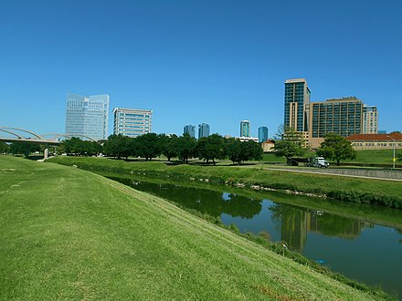 The Trinity River in downtown Fort Worth near West 7th Street. Trinity River view1.jpg