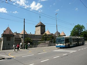 Trolleybuses in Montreux/Vevey - Van Hool trolleybus in front of Chillon Castle