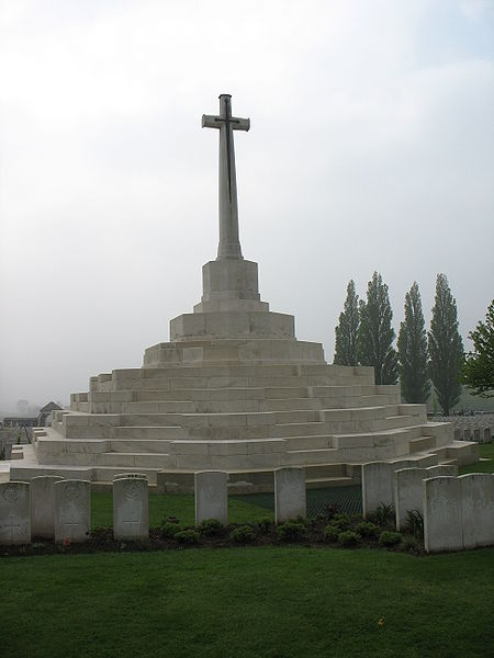 File:Tyne Cot Cross 3633.jpg