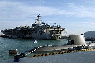 Type 214 submarine - Image: USS Nimitz (CVN 68) & ROKS Son Won il (SS 072) in Busan, ROK