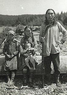 https://upload.wikimedia.org/wikipedia/commons/thumb/4/45/Udege_Family.jpg/220px-Udege_Family.jpg