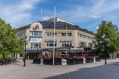 Folkets hus i Umeå, med udendørscaféen TC.