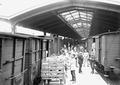 Umladen der Pakete der Kriegsgefangenen - CH-BAR - 3240148.tif