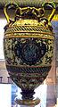 Urbino, bottega fontana, anfora a raffellesche con segni e ciorduli con cesare, e cesare che sottomette i menapi, 1565-75 ca 1.JPG