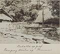 UvA-BC 300.153 - Siboga - een grote berhala op een graf in de kampong Woeloer op het eiland Damar (kampong Wulur).jpg