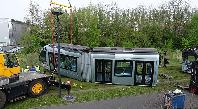 Valenciennes & Anzin - Déraillement de la rame de tramway n° 17 à la sortie du dépôt de Saint-Waast le 11 avril 2014 (005).JPG