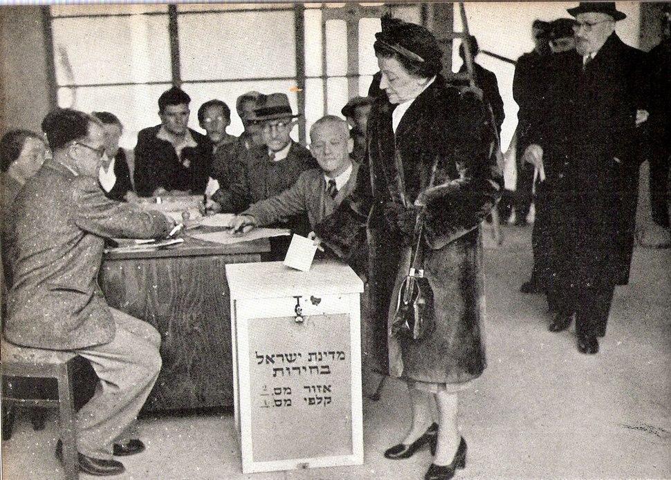 Vera Weizmann voting first Kneset