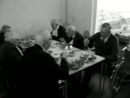 Bestand:Verhuizing bejaarden uit Roeterstraat naar Flevohuis-511018.ogv