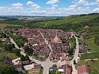 Vue du village d'Irancy en juin 2020 (cropped).JPG