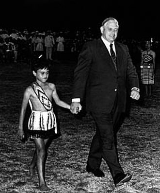 Waitangi Day - Norman Kirk and a Māori boy on Waitangi Day, 1973