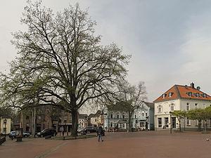Schwalmtal, North Rhine-Westphalia - Image: Waldniel, straatzicht Markt met Dm 49 foto 2 2014 03 31 16.08