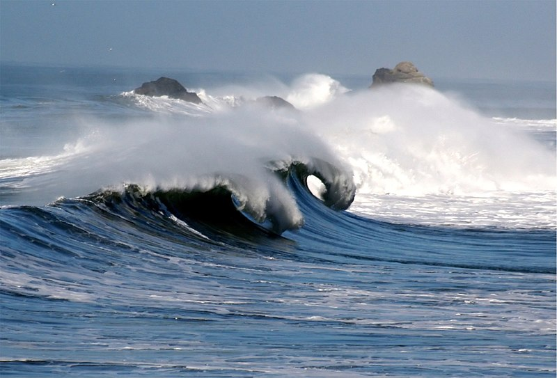 File:Waves in pacifica 1.jpg