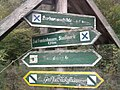 Wegweiser zwischen Bad Frankenhausen und Barbarossahoehle (Barbarossahoehle 4,5 km).jpg