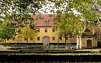 Wielandgut Oßmannstedt - Gutshaus mit Delphinenbrunnen 02.jpg