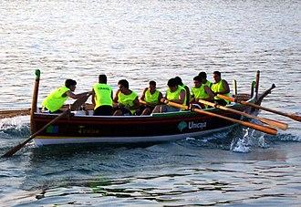 Human-powered watercraft - Rowing a trainera