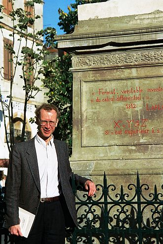 Andrew Wiles - Andrew Wiles in front of the statue of Pierre de Fermat in Beaumont-de-Lomagne (October 1995)