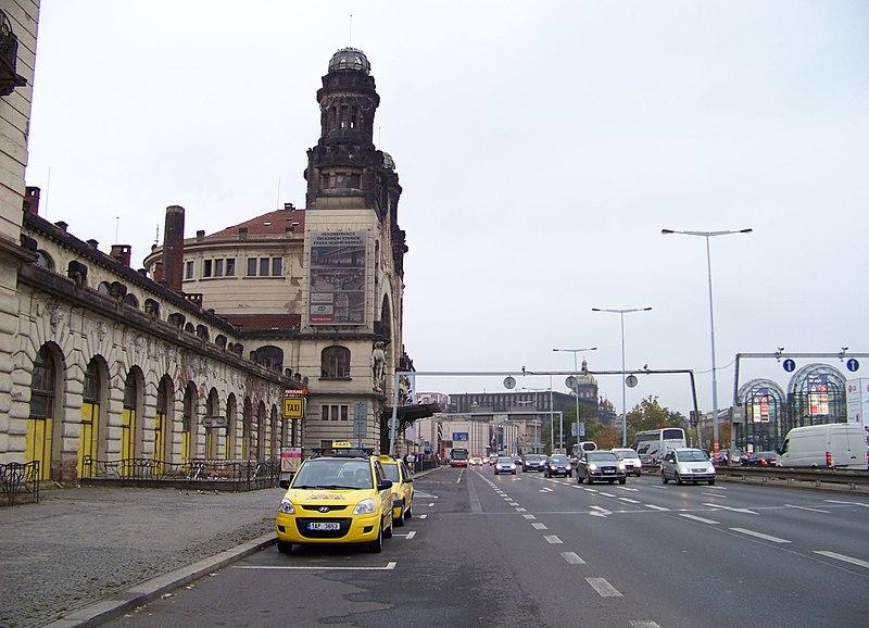 File:Wilsonova, hlavní nádraží, taxistanoviště.jpg
